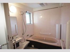 F様邸 洗面台、トイレ